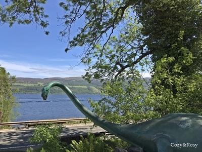 スコットランド*ネス湖とアーカート城