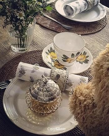 「プーさんとお茶会」