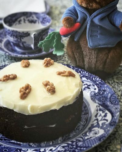 英国菓子 ピーターラビットとキャロットケーキ