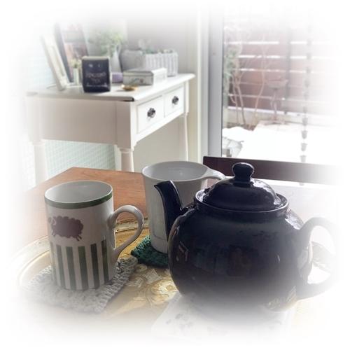 マグカップにたっぷりのお茶と